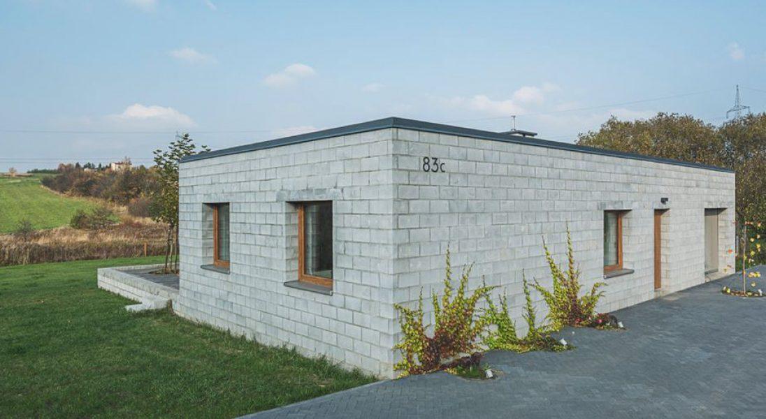 Brzydki barak, który powstał na Śląsku? To tylko pozory - zobaczcie ukryte w nim mieszkanie