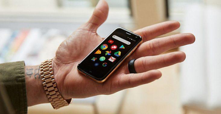 Palm Smartphone to telefon wielkości karty kredytowej<