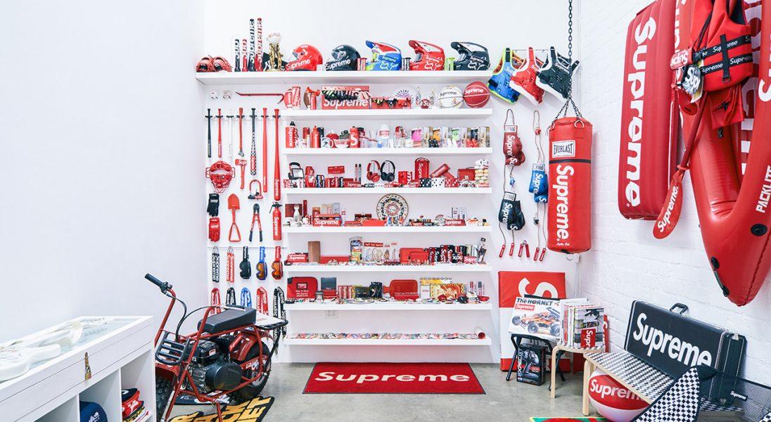 Na wystawie w Los Angeles można zobaczyć wszystkie wyprodukowane przez Supreme deski i akcesoria