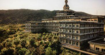 Budzący niepokój, a jednocześnie piękny. Tak wygląda opuszczony hotel w Japonii