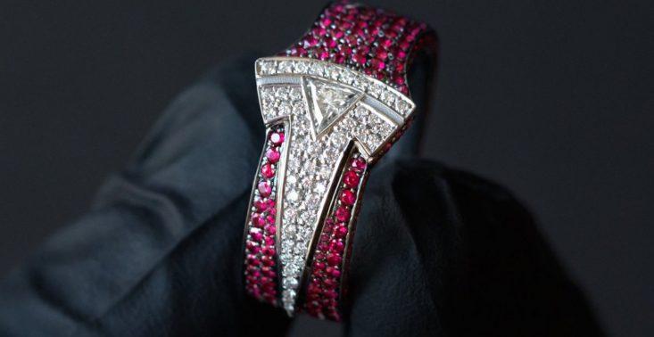 Ben Baller zaprojektował pierścień z diament&oacute;w i rubin&oacute;w dla Elona Muska<