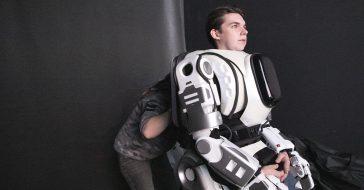 Rosyjska telewizja stworzyła materiał o robocie, który okazał się być człowiekiem