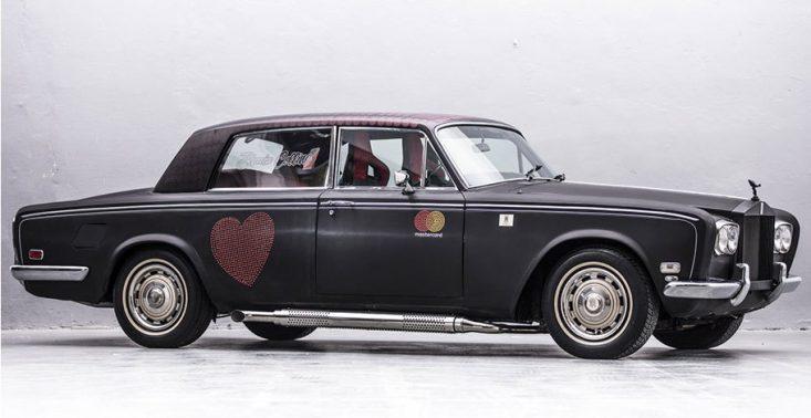 Szukacie dla siebie czegoś na aukcjach WOŚP? Co powiecie na Rolls-Royce&#039;a odpicowanego w garażu braci Collins<