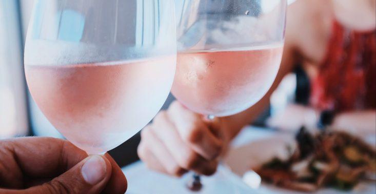 R&oacute;żowe wina - dlaczego były owiane złą sławą i za co dzisiaj warto je docenić?<