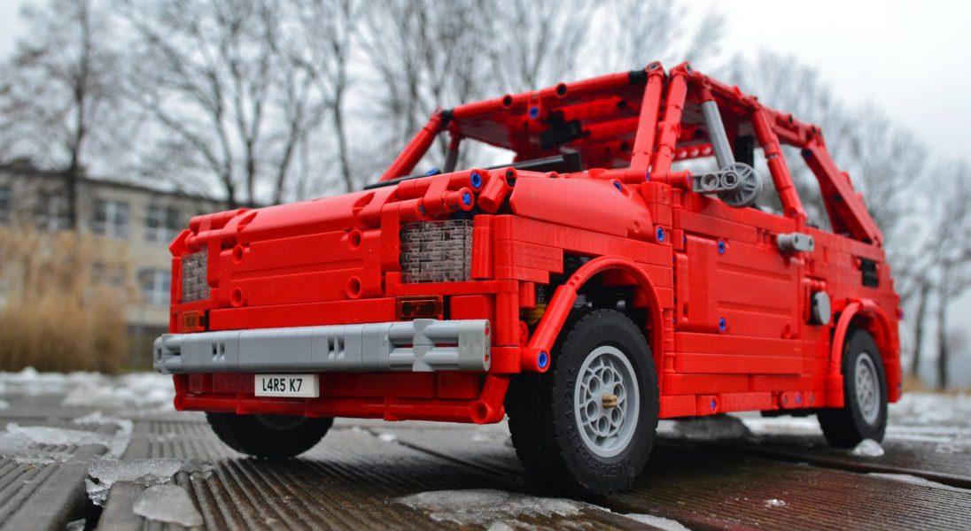 Polski fan LEGO zbudował z klocków jeżdżącego Fiata 126p