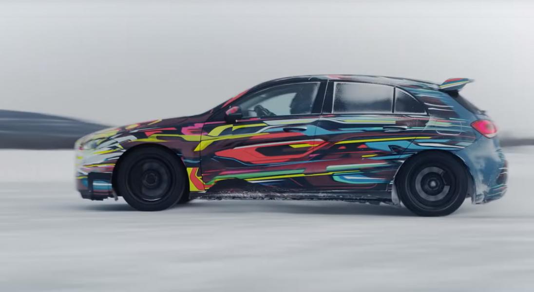 Drifty na lodzie, czyli zapowiedź nowego Mercedesa AMG A45