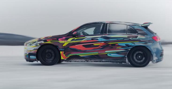 Drifty na lodzie, czyli zapowiedź nowego Mercedesa AMG A45<