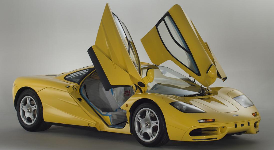 McLaren F1, który wygląda jak nowy, bo jest nowy. Ma nawet folie na siedzeniach