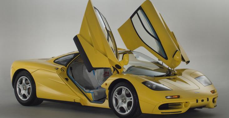 McLaren F1, kt&oacute;ry wygląda jak nowy, bo jest nowy. Ma nawet folie na siedzeniach<