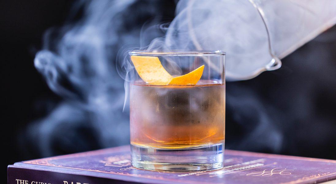 Co jeść do whisky? 7 pozycji, które powinny się znaleźć w menu miłośnika tego trunku