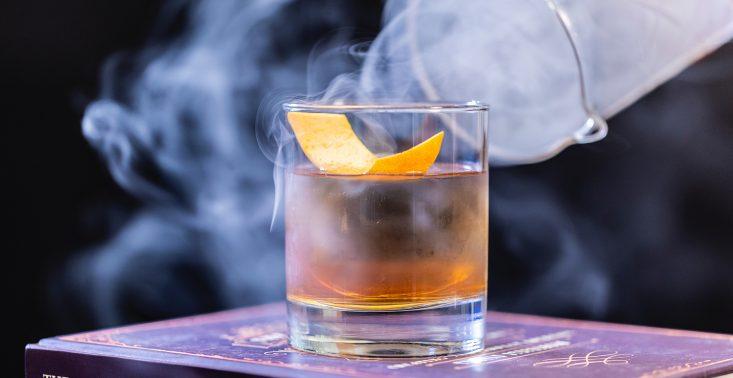 Co jeść do whisky? 7 pozycji, kt&oacute;re powinny się znaleźć w menu miłośnika tego trunku<