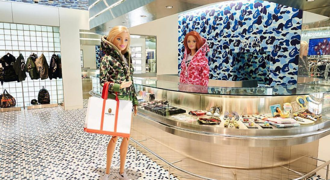 Bape x Mattel – Barbie wchodzi do świata streetwearu