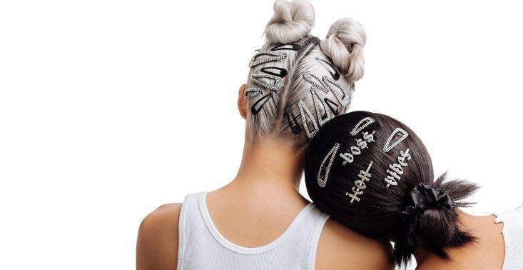 Wielki powr&oacute;t mody na spinki do włos&oacute;w. Podpowiadamy, gdzie znajdziecie te najpiękniejsze<