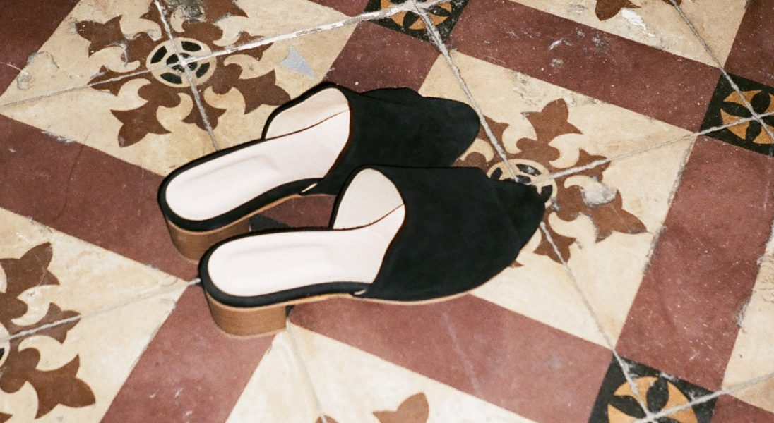 Idealne buty na upały? Wybraliśmy najmodniejsze klapki tego sezonu