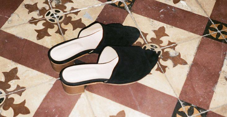 Idealne buty na upały? Wybraliśmy najmodniejsze klapki tego sezonu<