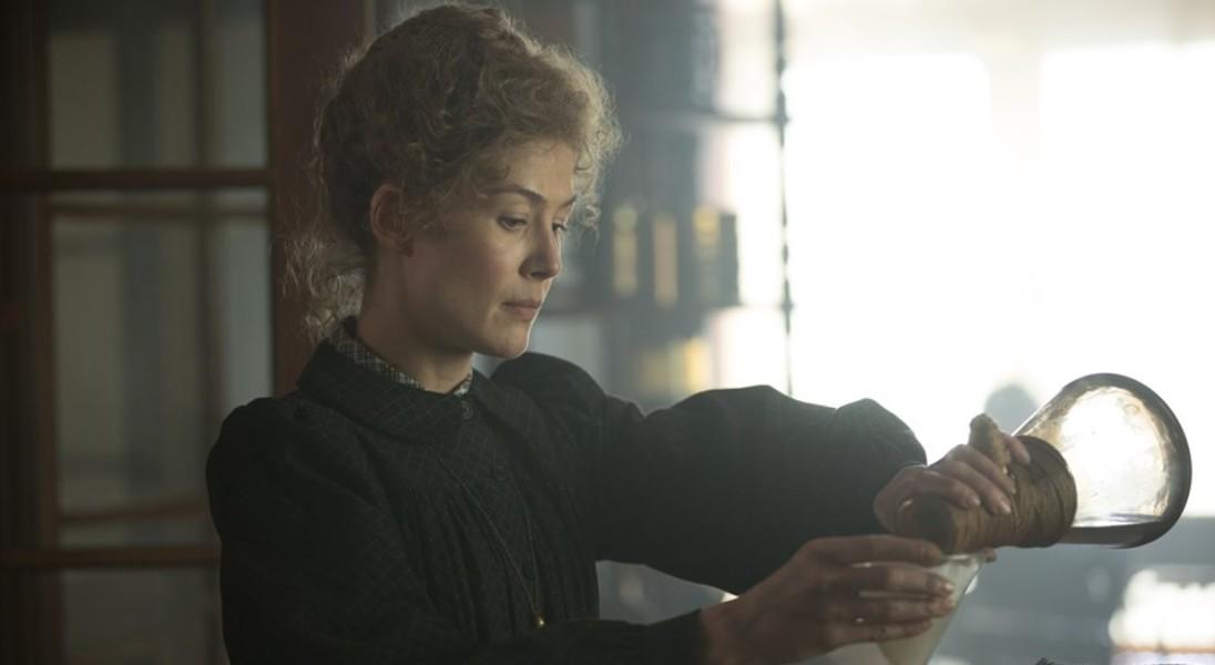 Radioactive: Pojawiło się pierwsze zdjęcie z nowego filmu o Marii Skłodowskiej-Curie
