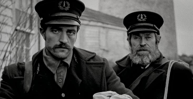 """Pojawił się pierwszy zwiastun artystycznego horroru ,,The Lighthouse"""" z Robertem Pattinsonem i Willem Dafoe<"""
