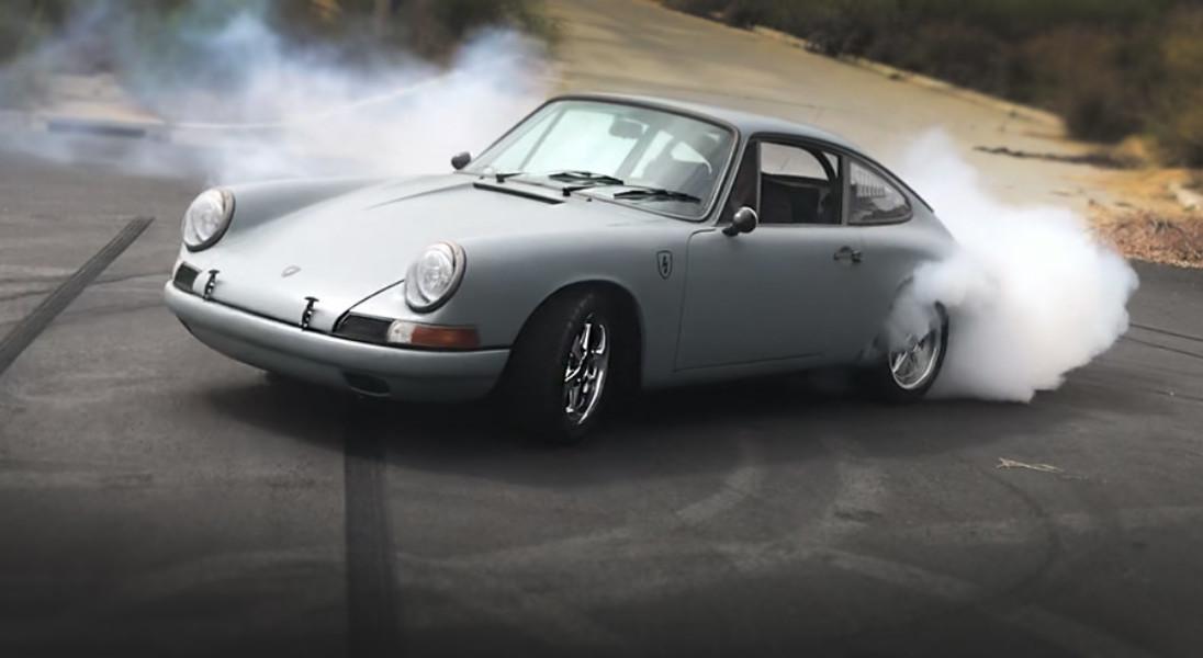 Oto, jak przyszłość łączy się z przeszłością – przedstawiamy Porsche 912 z napędem od Tesli