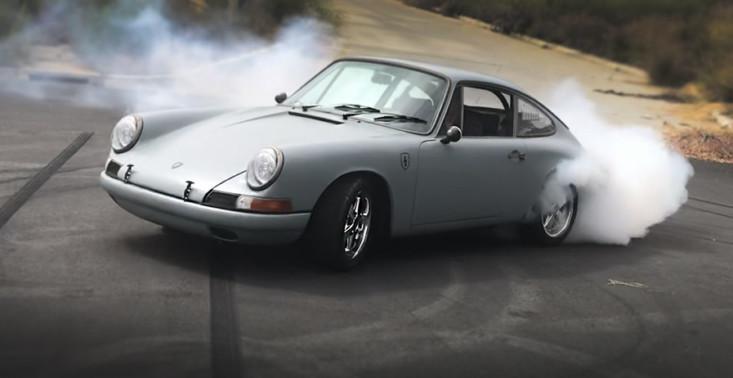 Oto, jak przyszłość łączy się z przeszłością – przedstawiamy Porsche 912 z napędem od Tesli<