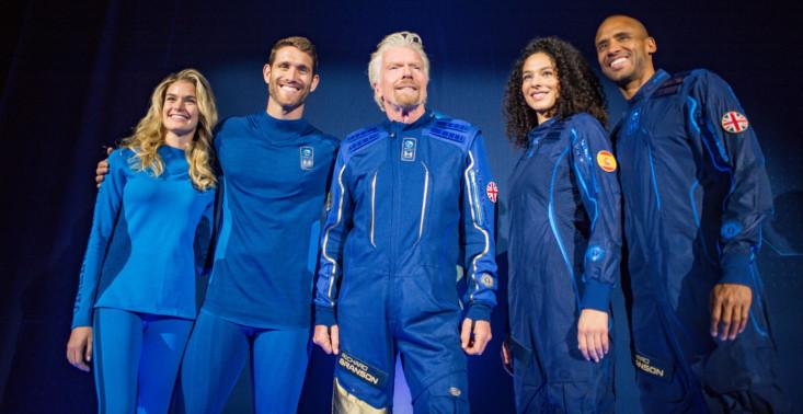 Marka Under Armour stworzyła kombinezony dla kosmicznych turystów Virgin Galactic<
