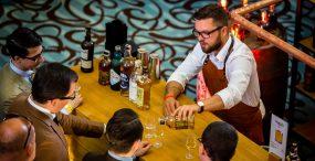 """""""Whisky udało się skraść kawałek tortu należącego do kategorii wódki."""" O rynku whisky w Polsce rozmawiamy z Jarosławem Bussem"""