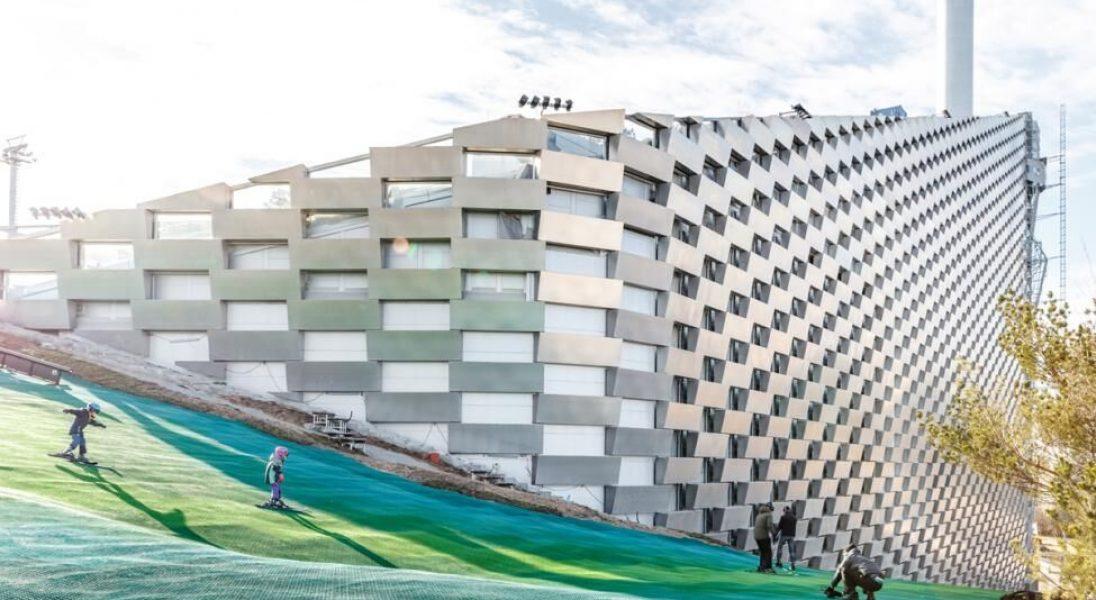 Niezwykły stok narciarski na dachu elektrowni w Kopenhadze