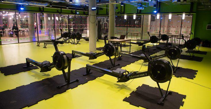 Uniwersytet Warszawski otworzył na Powiślu nowoczesną, podziemną siłownię<