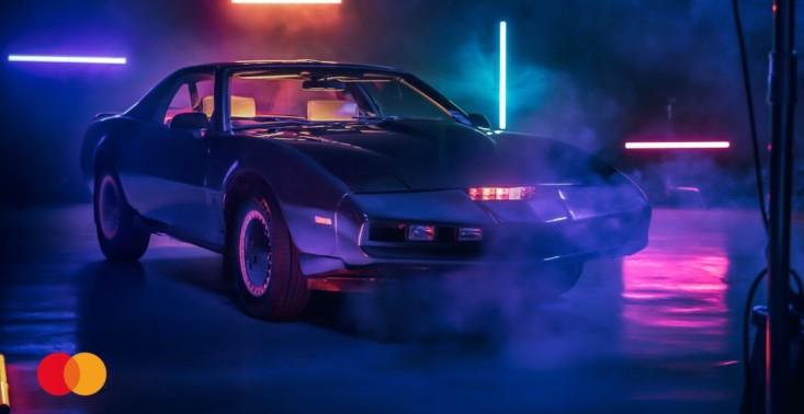 """Pontiac Trans Am z serialu ,,Knight Rider"""" do wylicytowania na aukcji Mastercard dla WOŚP<"""