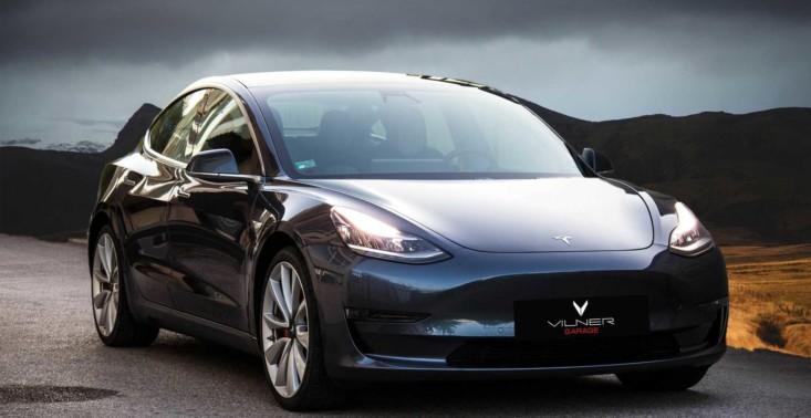 Zobaczcie, jak wygląda Tesla 3 z podrasowanym wnętrzem<