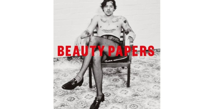Harry Styles w kabaretkach pozuje na okładce magazynu Beauty Papers<