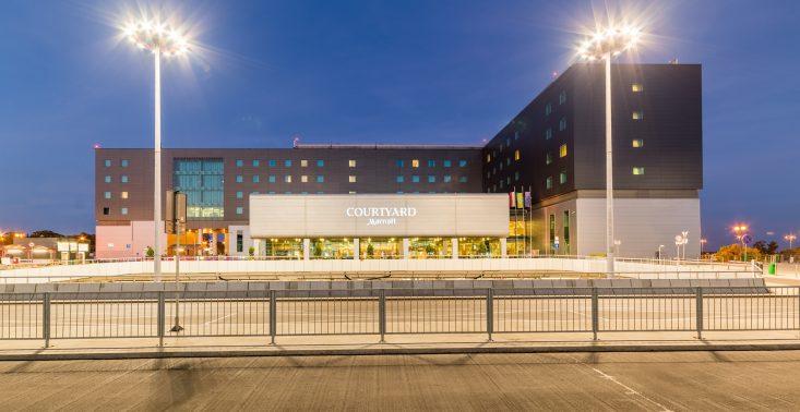 Courtyard by Marriott Warsaw Airport też walczy z koronawirusem – hotel udostępnia medykom pokoje<