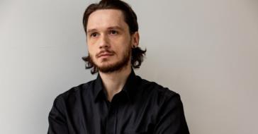 Ludzie mogą wytrzymać bez restauracji i galerii, ale bez fryzjera większość nie wyobraża sobie życia – Adrian Zowczak (Alter Ego)