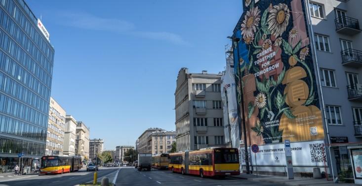 Converse tworzy City Forests: Warszawa wśród miast, gdzie pojawił mural oczyszczający powietrze<