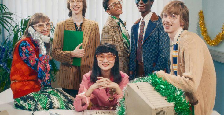 Gucci w świątecznej kampanii zabiera nas na firmową imprezę rodem z lat 90.<