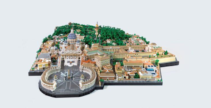 Włoski architekt z 67 tys. klocków LEGO zbudował makietę Watykanu<