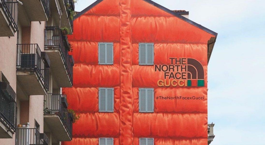 """Gucci promuje nową kolekcję z The North Face ,,puchatym"""" muralem na mediolańskiej kamienicy"""