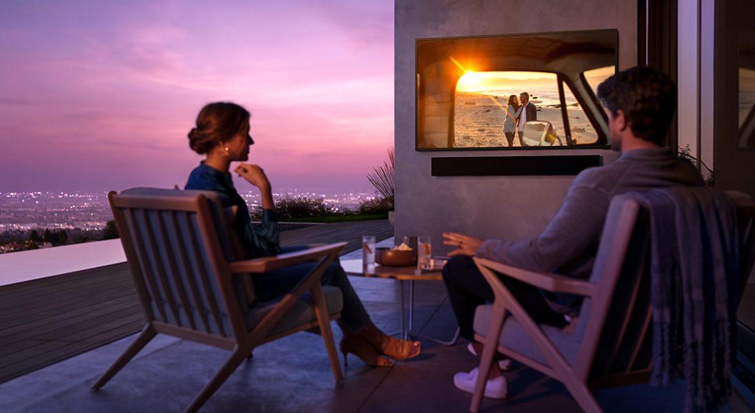 Samsung wypuszcza na polski rynek telewizory do oglądania na własnym tarasie