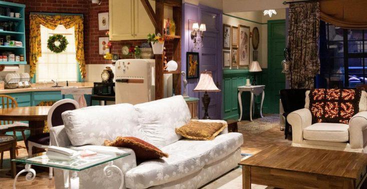 """Nocleg w mieszkaniu z """"Przyjaciół""""? Booking.com kusi swoją ofertą fanów serialu<"""