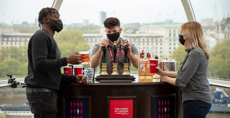 London Eye świętuje ponowne otwarcie przekształcając jedną z kapsuł w pub<