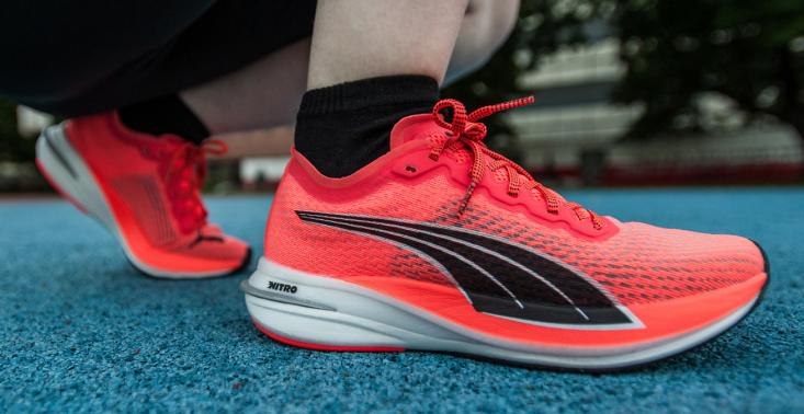Jak biegać to tylko w butach przyszłości. Wypróbowaliśmy model z pianką NITRO i karbonowymi płytkami<