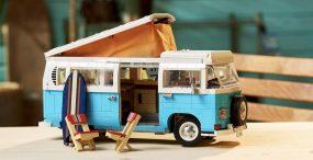 LEGO wypuściło mikrobusa kempingowego Volkswagen T2 z mnóstwem detali w środku