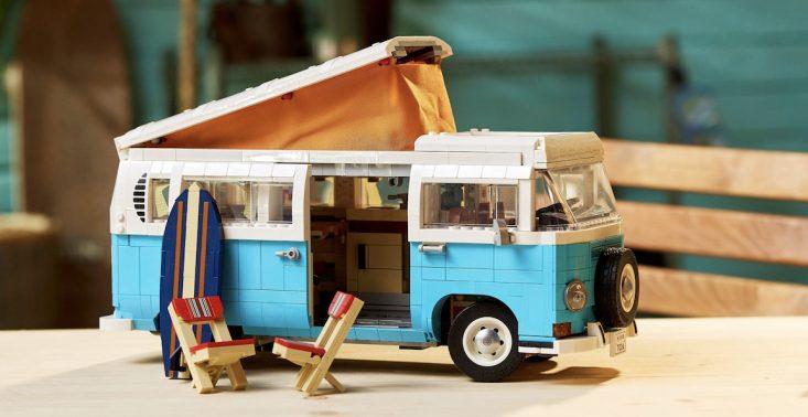 LEGO wypuściło mikrobusa kempingowego Volkswagen T2 z mnóstwem detali w środku<